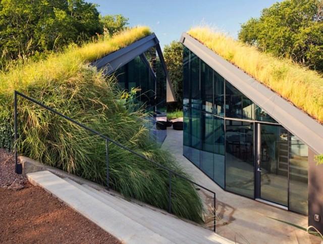 къща със зелен покрив