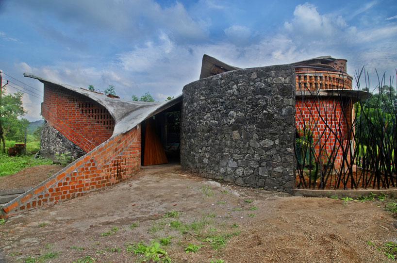 Brick house width=