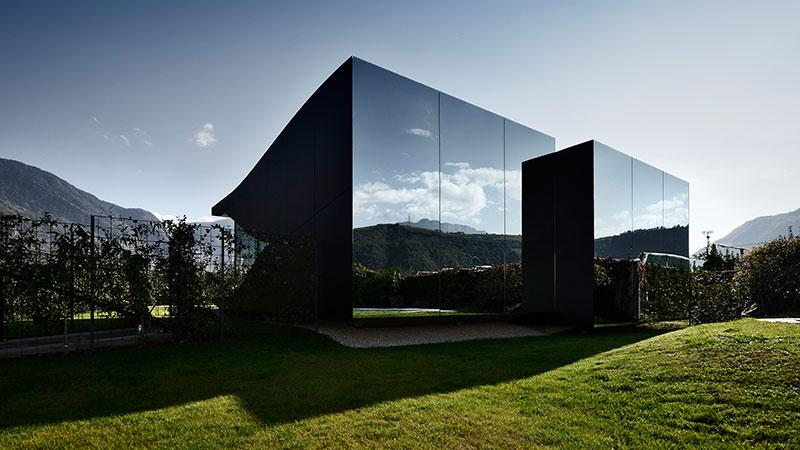 Огледална двойка ваканционни къщи