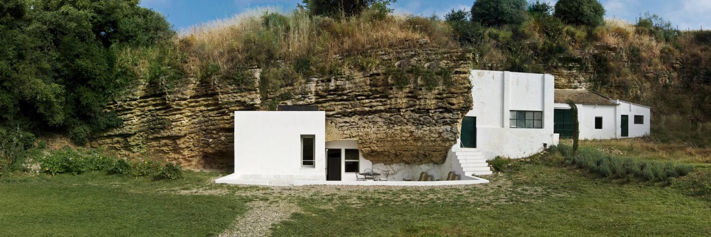 Къща в пещерата